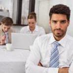 Empregos - 5 SINAIS DE QUE VOCÊ NÃO ESTÁ SATISFEITO NO TRABALHO E COMO FAZÊ-LO MELHOR