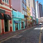 Conheça a Rua São Francisco em Curitiba