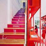 Empresa de design renova utilizando cores vibrantes na decoração