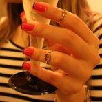 Você não sabe como fazer unhas decoradas em casa ou tudo que você tenta se transforma em um verdadeiro desastre?