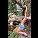 A atriz Isis Valverde postou em suas redes sociais fotos do passeio em meio à natureza