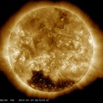 Sol começa o ano com 'buraco' perto do polo sul do astro