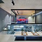 Ferrari é atração na decoração de sala de estar