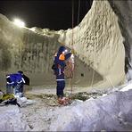 Cientistas desceram até o fundo da enorme cratera na Sibéria
