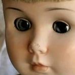 Boneca supostamente assombrada se move sozinha no México