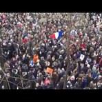 Multidão canta a música 'Imagine' de John Lennon em manifestação na França