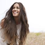 "Alanis Morissette comenta a performance de ""Uninvited"" na Serie ""Glee"" em rede social"