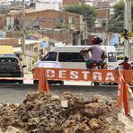 Principal Avenida do Bairro João Mota, recentemente pavimentada por Zé Queiroz, mais parece um campo de guerra
