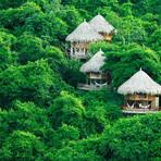 Turismo - Bangalôs na Colômbia cercados pela mata com bela vista do Caribe