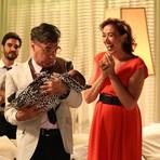 Celebridades - As cenas vão ao ar nesta quarta em Império: Bebê de Du faz xixi em Téo Pereira e fura os planos do blogueiro!