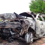 Três pessoas da mesma família morrem após pai tentar ultrapassagem e bater seu carro