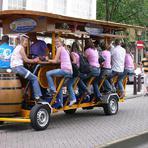 Beer Bike, clientes andam de bicicleta e tomam cerveja