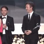 O rosto de Emma Stone, após tropeçada de Naomi Watts no SAG Awards