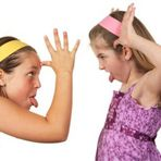 Comportamento - Atenção Pais! Filhos caçulas cuidados por irmãos mais velhos podem se tornar adultos dependentes