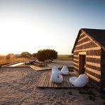 Casa de praia rústica se transforma num charmoso hotel