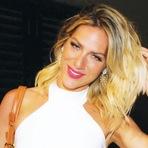 Moda & Beleza - Beach hair' é tendência absoluta neste verão