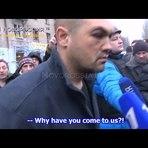 Coronel ucraniano é forçado a ver os cadáveres dos civis que matou