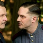 Child 44, 2015. Trailer legendado. Drama, crime e suspense com Tom Hardy. De Ridley Scott. Ficha técnica. Fotos.