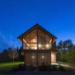 Uma casa de campo com abundante iluminação natural