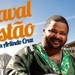 No Carnaval do Costão do Santinho, em Floripa, quem comanda a festa é o cantor Arlindo Cruz