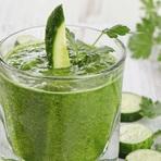 Batida de aipo, pepino e abacaxi para perder peso