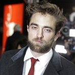 Robert Pattinson Aparece com Novo Visual