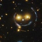 Espaço - Telescópio Hubble encontra smiley no espaço