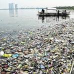 Oceanos recebem oito milhões de toneladas de plástico por ano