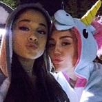 Miley Cyrus e Ariana Grande Gravam Vídeo Juntas