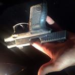 Jovem registra em foto o exato momento em que homem atira em carro em SP
