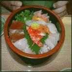 De refeição dos funcionários a prato principal, o Tirashi-zushi