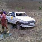 Violência - Técnico da Operadora OI perde o controle do carro e capota na RN-093 próximo a Sítio Novo