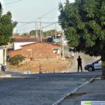 Serra da Tapuia: A Polícia Militar faz blitz na entrada do distrito.