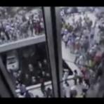 PM usa bombas de gás para reprimir foliões nas ruas da Vila Madalena (SP)