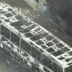 Ônibus pega fogo após batida e mata oito pessoas em São Gonçalo no Rio de Janeiro