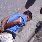 Homem tenta roubar mulher e é amarrado por moradores