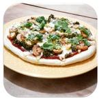 Pizza Caseira de Brócolis Cozido no Vapor com Manteiga e Alho, Queijo Mussarela, Champignon regado no Shoyu, Azeite