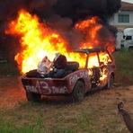 O que a grande mídia esconde sobre o protesto dos caminhoneiros. Fotos mostram bonecos de lula e dilma queimando!