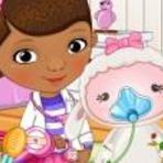 Doutora Brinquedos Cuidando de Lambie Dodói