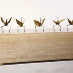 Origamis de papel fazem dança sincronizada no palco
