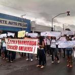 Violência - Professores e alunos protestam contra assaltos sucessivos em escola de Manaus.
