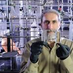 Sol, bactérias e uma folha biónica criam combustível líquido eficiente
