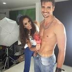 Modelo Camila Correia se diverte lavando peças íntimas no tanque novo
