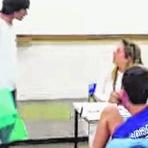 """Professores do Brasil são tratados """"no tapa"""""""
