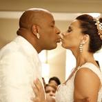 Segunda em Império - Reta final: Xana e Naná se surpreendem em casamento e selam com lindo beijo!
