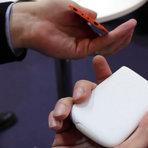 Portáteis - Carregador de celular que usa sal e água