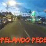 Vídeos - Motoqueiro atropela pedestre