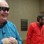 Vídeos - Veja Vídeo! Graças a olho biônico, Homem cego enxerga sua mulher pela primeira vez em uma década