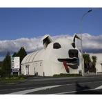 Cidade da Nova Zelândia tem prédio em forma de cachorro
