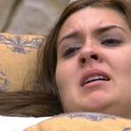 BBB 15: Tamires ameaça se matar com faca e tenta abrir porta da casa